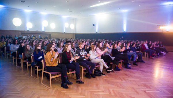 Jaunimo susitikimų diena | Perkeičia vandenį
